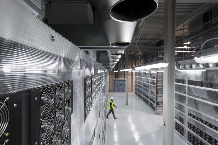 """Maschinenraum des Internets ++ Konzept """"powerDIRECT"""" bei Verne Global"""